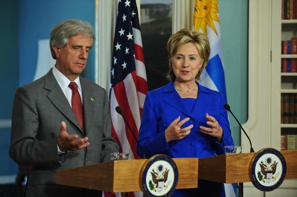 US Secretary of State Hillary Clinton (R